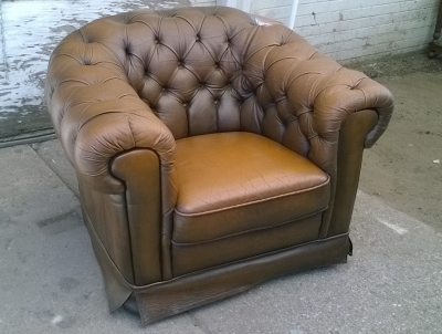 16C04026 PAIR OF BROWN CHESTERFIELD CHAIRS (1).jpg