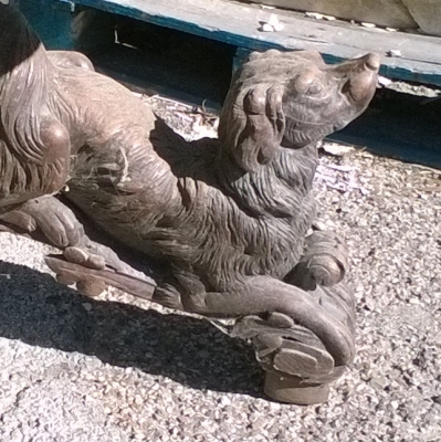 16C03003 EXCEPTIONALLY CARVED DOGS PEDESTAL TABLE (2).jpg