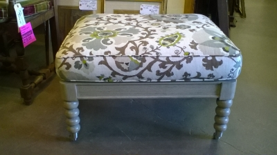 16C03013 WHITE OTTOMAN WITH UPHOLSTERED TOP.jpg