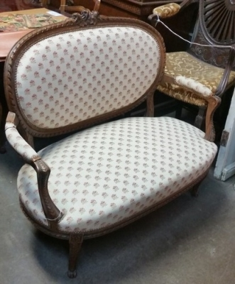 16C04027 OVAL BACK SETTEE WITH ROSES (2).jpg