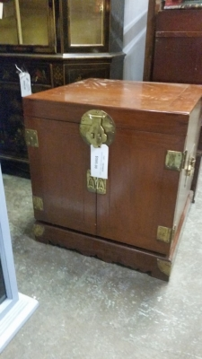 16C04030 SMALL ASIAN SIDE TABLE CHEST (1).jpg