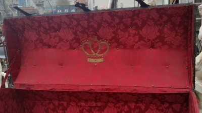 16C04039 LARGE LEATHER TRUNK WITH RED INTERIOR (5).jpg