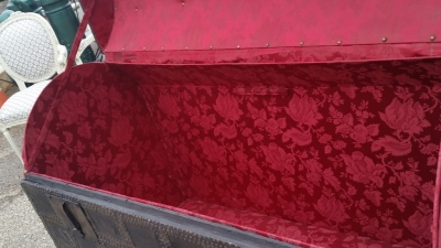 16C04039 LARGE LEATHER TRUNK WITH RED INTERIOR (6).jpg