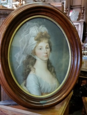 16C13001 OVAL FRAMED PICTURE OF A LADY.jpg