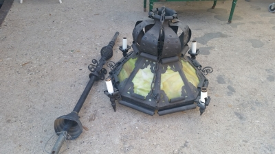 16C13017 BLACK IRON AND GREEN GLASS SPANISH STYLE CHANDELIER (2).jpg