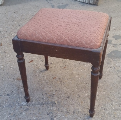 16C13027 SEWING STOOL.jpg