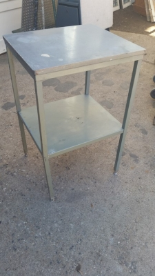 16C13044 SMALL METAL ISLAND TABLE.jpg