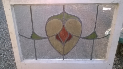 16C19201B SHEILD DESIGN STAINED GLASS WINDOW (2).jpg