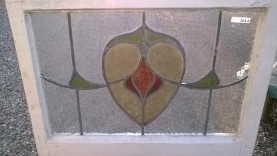 16C19201B SHEILD DESIGN STAINED GLASS WINDOW (2).jpg