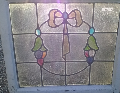 16C19202B WREATH AND BOW STAINED GLASS WINDOW (2).jpg