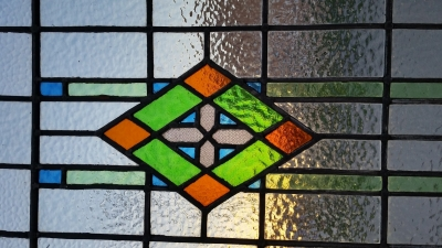 16C19227 LARGE VERTICAL CROSS INSIDE DIAMOND STAINED GLASS WINDOW (2).jpg