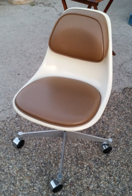 16C21156 HERMAN MILLER ARMLESS CHAIR.jpg