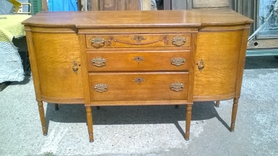 16C23900 AMERICAN OAK SIDEBOARD BUFFET WITH CURVED GLASS CABINETS (1).jpg
