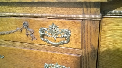 16C23900 AMERICAN OAK SIDEBOARD BUFFET WITH CURVED GLASS CABINETS (3).jpg