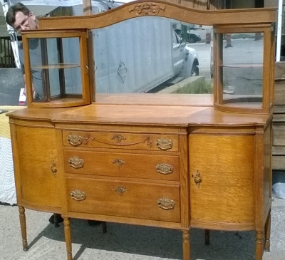 16C23900 AMERICAN OAK SIDEBOARD BUFFET WITH CURVED GLASS CABINETS (4).jpg