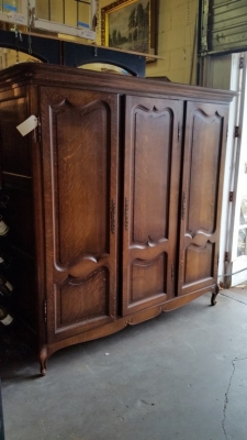 16B02001 3 DOOR COUNTRY FRENCH ARMOIRE.jpg