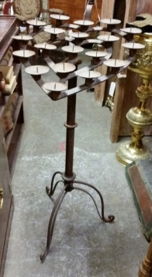 16C31 HEART SHAPED CANDLE STAND.jpg