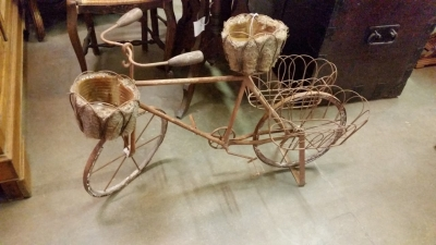 16C31 IRON BICYCLE PLANTER.jpg