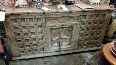 16C31 IRON STUDDED INDIAN BAR SERVER (1).jpg