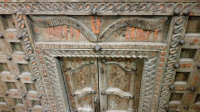 16C31 IRON STUDDED INDIAN BAR SERVER (2).jpg