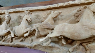 16C31001 6 FT LONG HORSE RELIEF (3).jpg