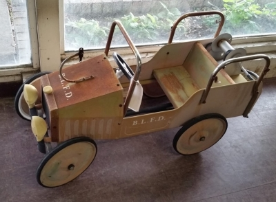 16D02 CHILDS TOY TRUCK.jpg
