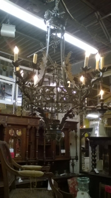 16D03 LARGE GOTHIC IRON CHANDELIER (1).jpg