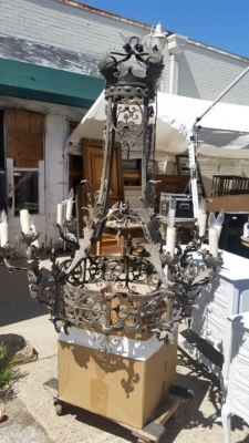 16D03 LARGE GOTHIC IRON CHANDELIER (2).jpg