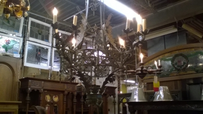 16D03 LARGE GOTHIC IRON CHANDELIER (3).jpg
