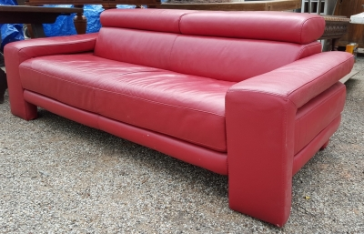 16D08008 MODERN RED LEATHER SOFA WITH HEAD RESTS.jpg