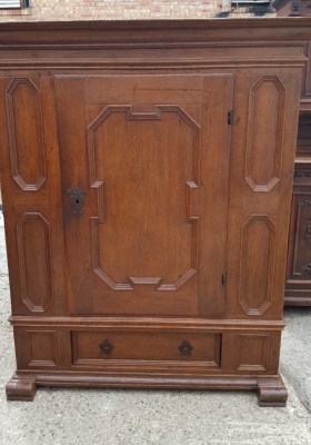 16D08012 FLEMISH SINGLE PANELED DOOR CABINET (1).jpg