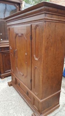 16D08012 FLEMISH SINGLE PANELED DOOR CABINET (2).jpg