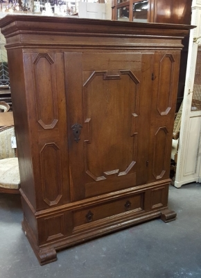 16D08012 FLEMISH SINGLE PANELED DOOR CABINET (3).jpg