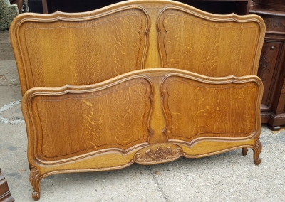 16D08020C COUNTRY FRENCH OAK BED.jpg