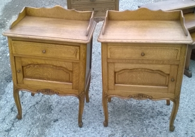 16D08020E PAIR OF COUNTRY FRENCH NIGHT STANDS.jpg