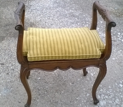 16D08025 LOUIS XV BENCH WITH ARMS (1).jpg