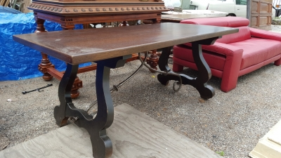 16D08028 DARK SPANISH OAK TRESTLE TABLE WITH IRON STRETCHER BASE (1).jpg