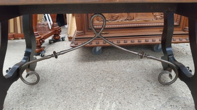 16D08028 DARK SPANISH OAK TRESTLE TABLE WITH IRON STRETCHER BASE (3).jpg
