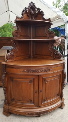 16D08041 BOW FRONT CARVED HUNT CORNER CABINET (1).jpg