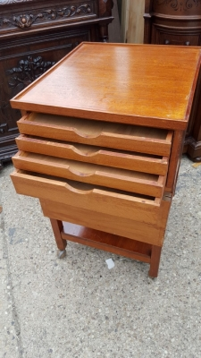 16D08043 SQUARE OAK ROLLING STAND WITH DRAWERS (2).jpg