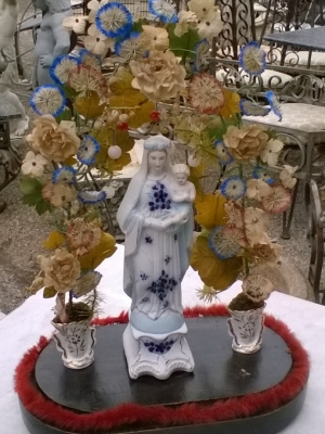 16D08044 PORCELAIN MADONNA WITH DRIED FLOWERS (1).jpg
