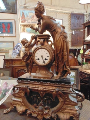 FUN-1492 FIGURAL LADY CLOCK.JPG