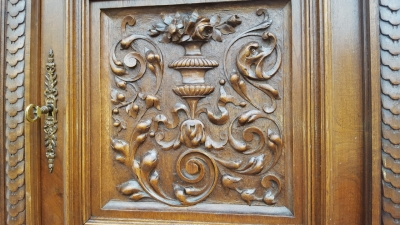16D15054 CATHEDRAL TOP CARVED BUFFET (2).jpg