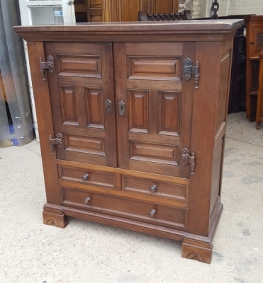 16D15059 2 DOOR 3 DRAWER RUSTIC CABINET.jpg
