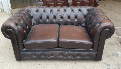 16D15078 CHESTERFIELD LEATHER LOVE SEAT.jpg