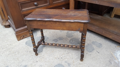 16D15 SMALL OAK BENCH.jpg