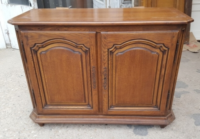 16D15 TALL  OAK 4 DOOR SHAPED PANEL CABINET (1).jpg
