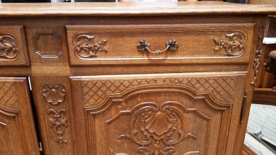 16E08015 OAK FRENCH SERVER WITH SHELLS  (4).jpg