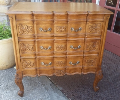 16E08016 COUNTRY FRENCH SMALL CHEST CARVED.jpg