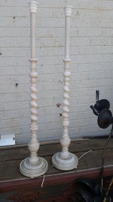 16E08018 PAIR WHITE BARLEY TWIST LAMPS.jpg